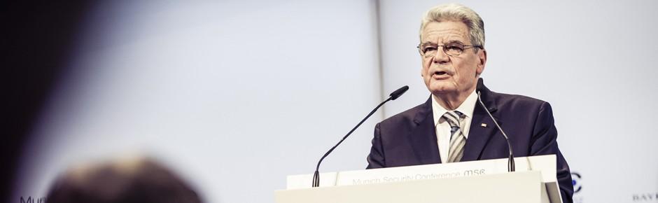 """Gauck: """"Machmal erforderlich, zu den Waffen zu greifen"""""""