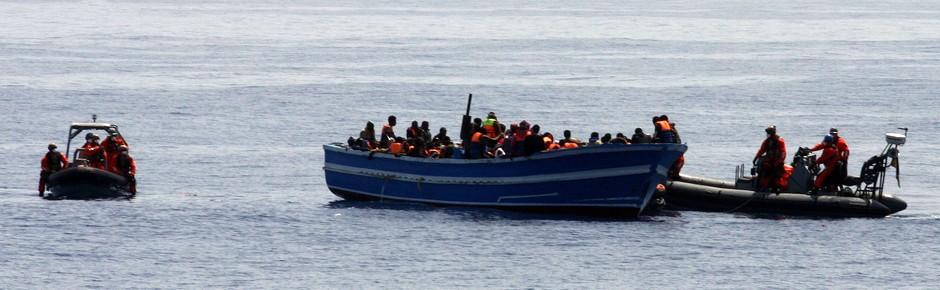 Deutsche Marine rettete 419 Bootsflüchtlinge im Mittelmeer