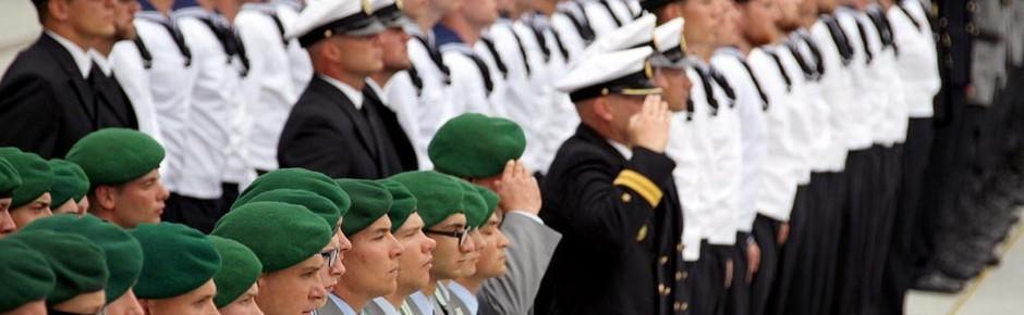 """Wehrbeauftragter: """"Bundeswehr noch keine Berufsarmee"""""""
