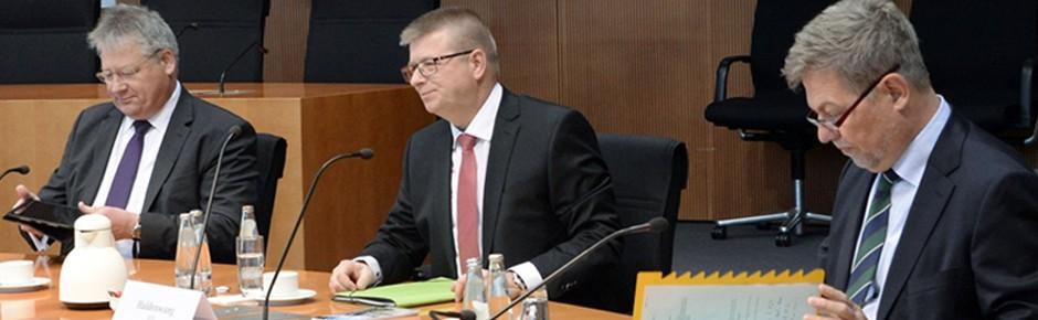 Parlamentarisches Kontrollgremium befragt die Dienste