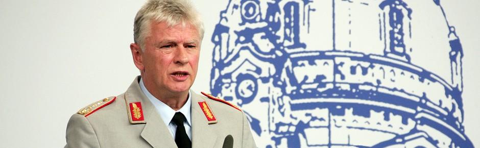 General Wieker: über die Pensionsgrenze hinaus im Amt