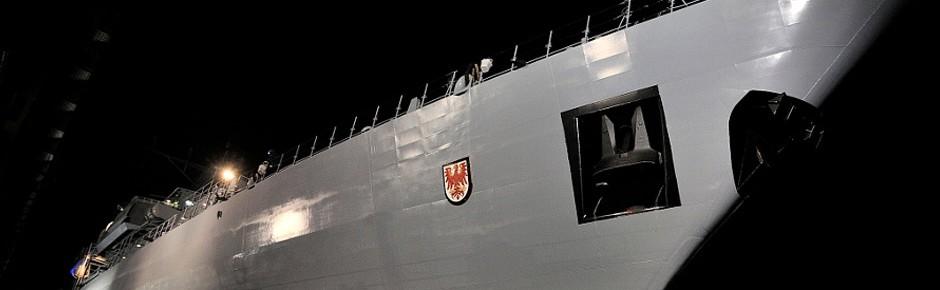 """Fregatte """"Brandenburg"""" zur Reparatur ins Trockendock"""