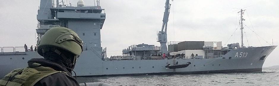 """Vor Libyen: Tender """"Rhein"""" stoppt Waffenschmuggler"""