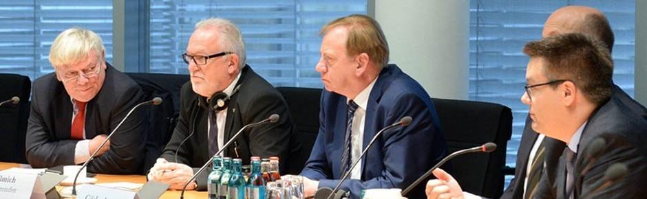 Verteidigungsausschuss: Sondersitzung mit brisanten Themen