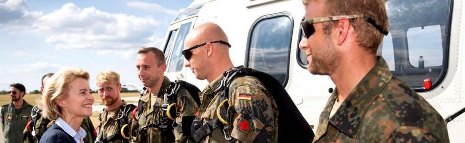 Verteidigungsministerin über Nachfolge für Bell UH-1D