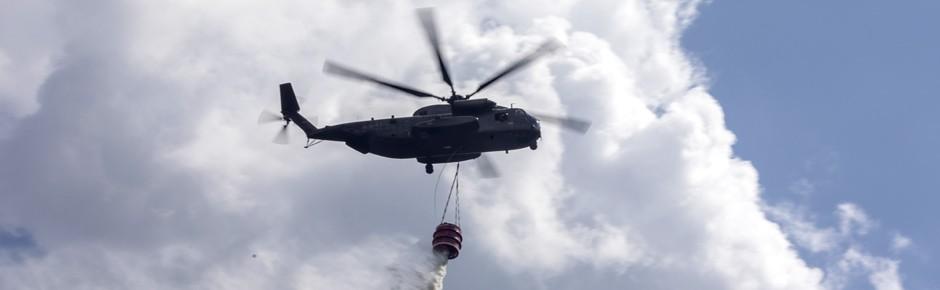 Hubschrauber der Bundeswehr im Kampf gegen Waldbrände
